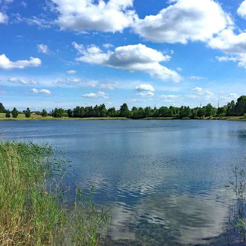 Lanschaftsausblick auf einen See