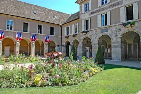 Alte Klöster und mittelalterliche Schlösser in der Wanderregion Burgund