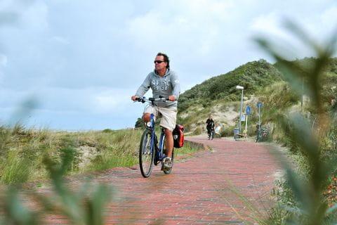 Radfahrer auf der Watteninsel