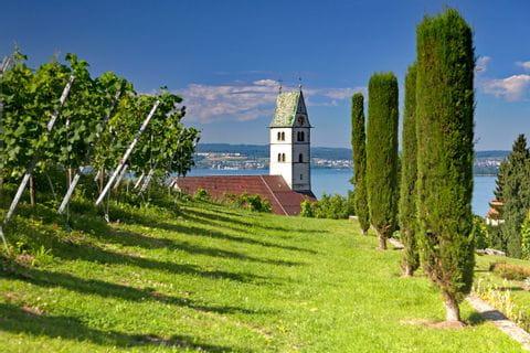 Blick auf den Kirchturm von Meersburg