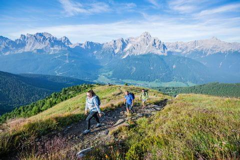 Auf dem Karnischen Höhenweg wird die österreichisch-italienische Bergwelt erkundet