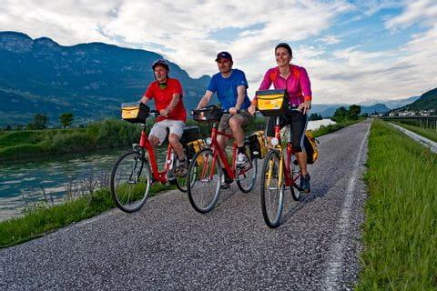 Radfahrer an der Etsch