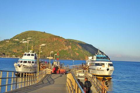 Traditionelle Fähren auf den liparischen Inseln