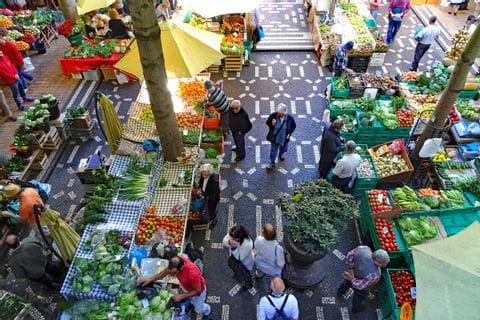 Bunte Markthalle in der Inselhauptstadt Funchal