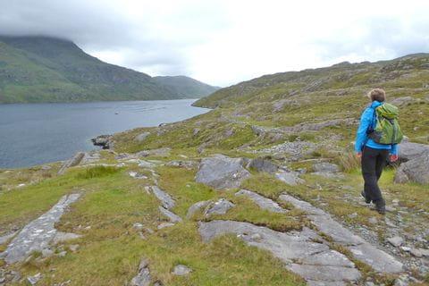 Einsame Wanderwege in der traumhaften Landschaft von Irland