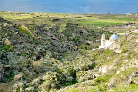 Beeindruckende Küstenlandschaft in Santorin