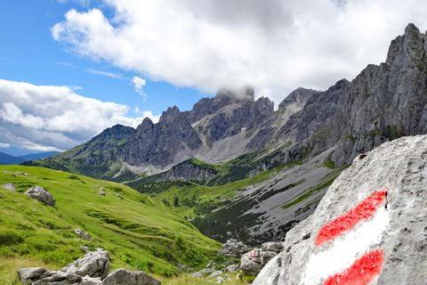 Perfekt markierte Wanderwege im Trekkingparadies Gosaukamm