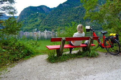 Cycle break at Lake Hallstättersee