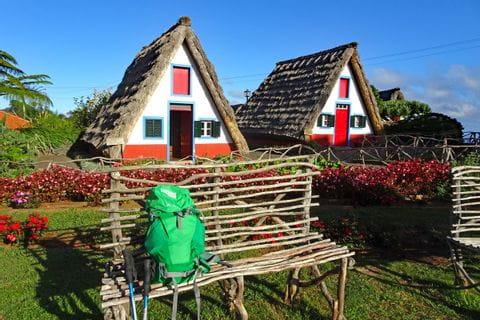 Wanderrast bei den traditionellen Häusern von Santana