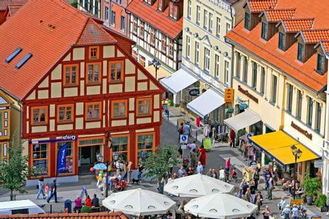Blick von oben auf den Marktplatz in Waren