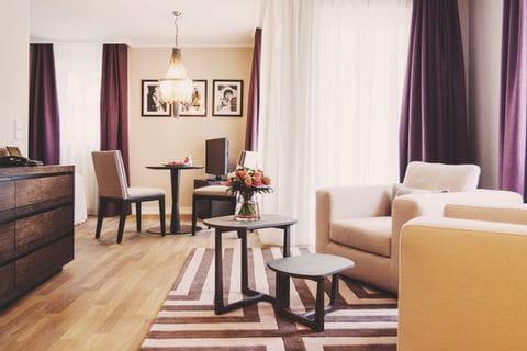 Sitzgelegenheit im Zimmer des Hotel Vila Vita Rosengarten
