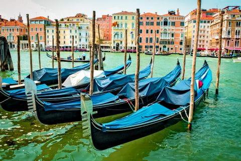 Gondeln vor Venedig