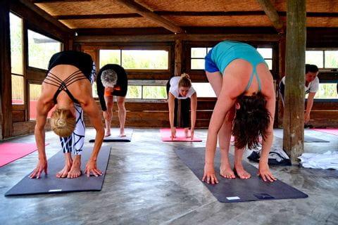 Yogaübungen beim Aktivurlaub in Portugal