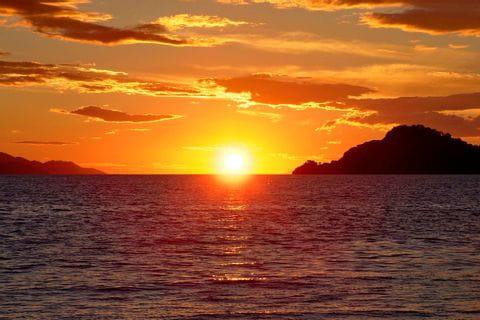 Sonnenuntergang über dem Horizont in Dalmatien
