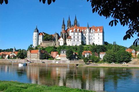 Schloss entlang des Elbe Radweges