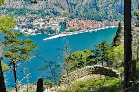 Wanderausblick auf die Bucht von Kotor