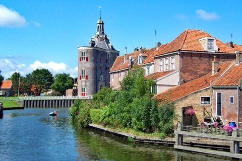 Holländische Häuser direkt am Flussufer
