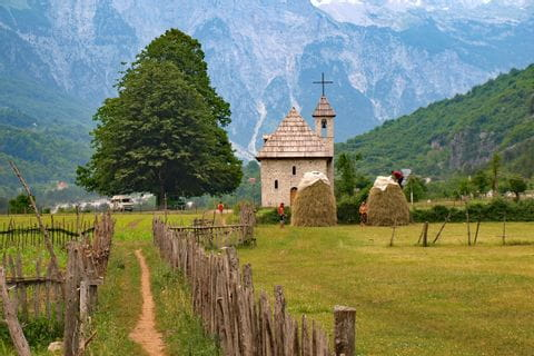 Wanderpfade durch liebliche albanische Dörfer