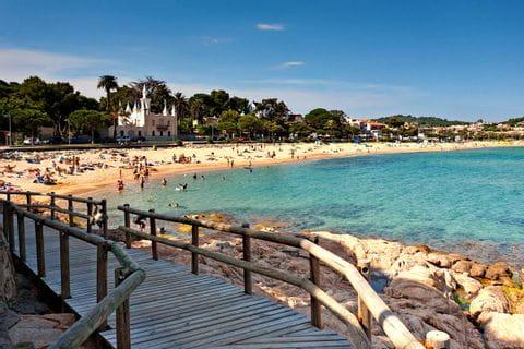Strand an der Küste der Costa Brava