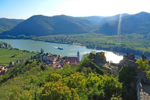 Blick auf Dürnstein und die Donau beim Wandern