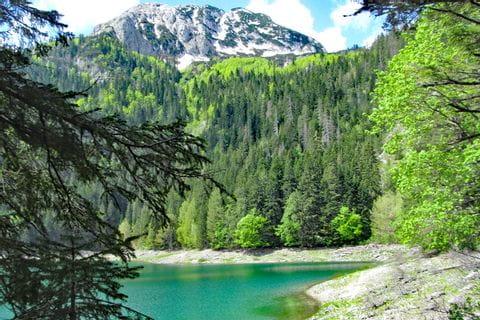 Wanderpause mit Blick auf den Durmitor See
