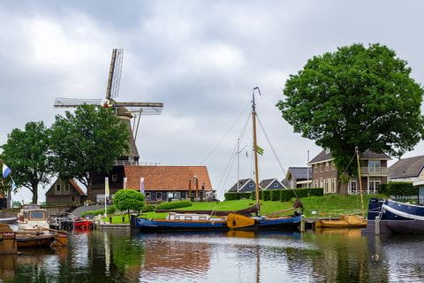 Windmühle am Fluss