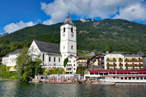 Trekking entlang des Wolfgangsees mit Blick auf St. Wolfgang