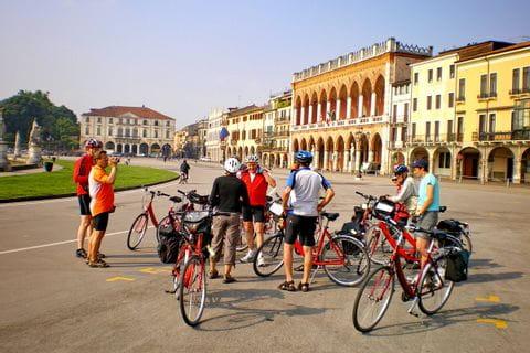 Gruppe von Radfahrern in Padua