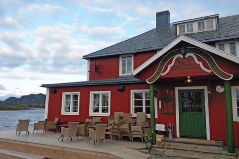 Nettes Restaurant am Bergsee lädt zu einer Wanderrast ein