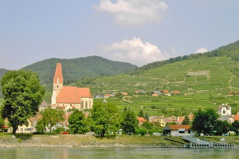 Wanderung und Fährfahrt nach Weißenkirchen