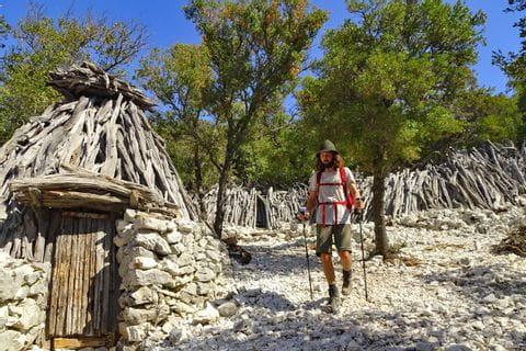 Eine typische sardinische Schäferhütte in Golgo