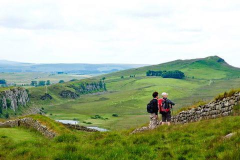 Wanderer am Wanderweg Hadrians Wall
