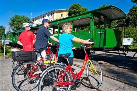 Eurobike Radler mit Dampflok in Prien am Chiemsee