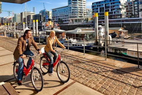 Radfahrer im Hafen von Hamburg