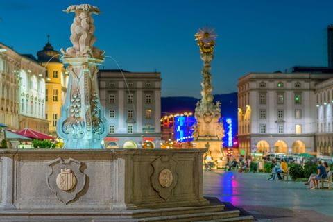 Nachtatmosphäre am Hauptplatz in Linz