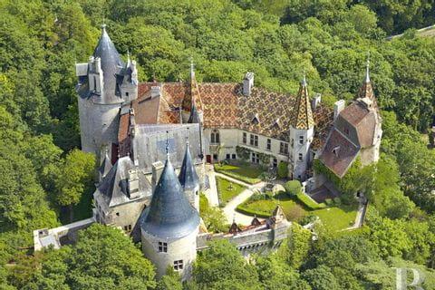 Beeindruckendes Schloss le Rochepot auf der Wanderreise