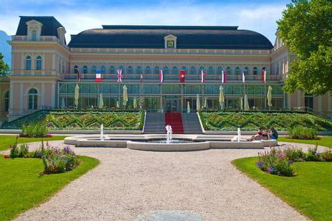 Casino in Bad Ischl mit kleiner Gartenanlage