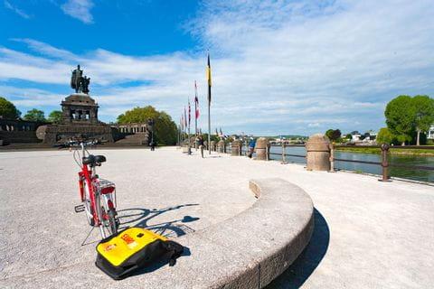 Fahrrad vor dem Kaiser Wilhelm Denkmal