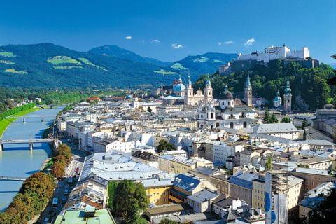 Blick auf die Stadt Salzburg mit der Festung Hohensalzburg