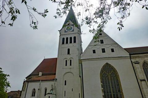 Beeindruckende Kirche am Wanderweg Altmühltal