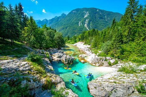 Traumhafter Ausblick auf die Soca und die schöne Landschaft in Slowenien