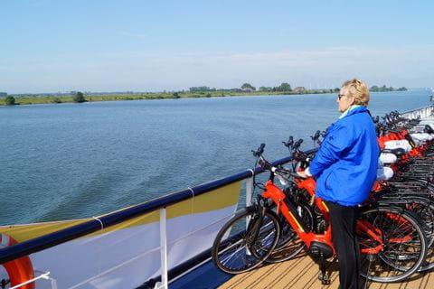 Räder und E-Bikes auf dem Sonnendeck, MS OLYMPIA