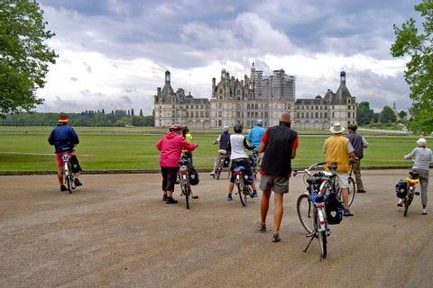 Radfahrer vor dem Château de Chambord