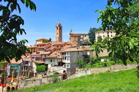 Blick auf ein italienisches Dorf