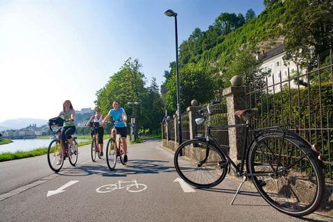 Radfahrerinnen in Salzburg