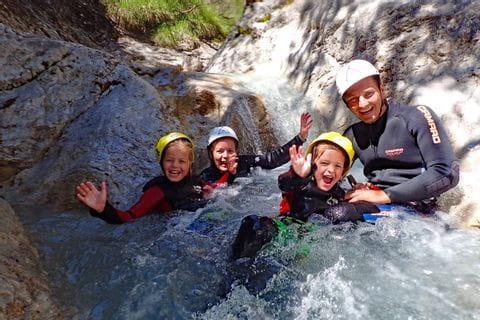 Wasserrutsche beim Canyoning in Tirol