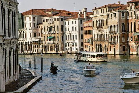 Blick in einen Kanal in Venedig