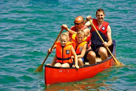 Familienkanufahrt auf dem Sylvensteinsee