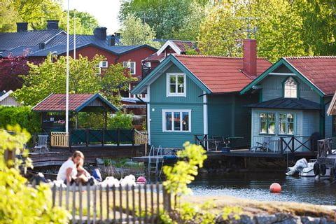 eb-radurlaub-stockholm-schaerenhuepfen--vaxholm-haeuser