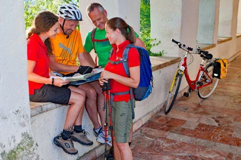 Vier Radfahrer in St. Wolfgang